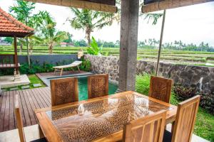 A restaurant or other place to eat at Julia Villa