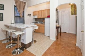 A kitchen or kitchenette at Park Ave Apartments Midtown Next to Times Square