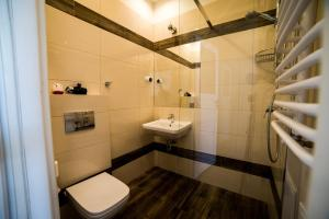 Ένα μπάνιο στο Just4You Apartments