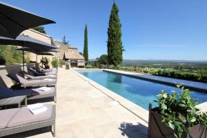 The swimming pool at or close to La Bastide du Tinal