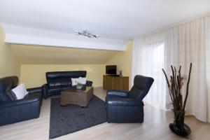 Ein Sitzbereich in der Unterkunft Appartementhaus-Edelweiss