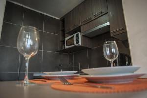 Un restaurante o sitio para comer en Acero Apartments