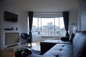 A seating area at Champs Élysées-Vuitton Apartment