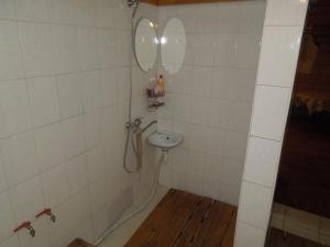 A bathroom at Stārķis