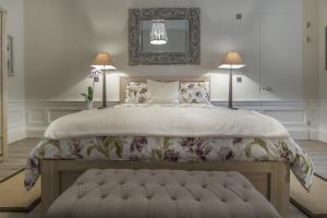 A bed or beds in a room at Haymarket Apartments