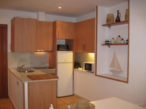 A kitchen or kitchenette at Joan Apartment