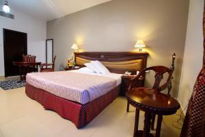 سرير أو أسرّة في غرفة في راينبوا للشقق الفندقية
