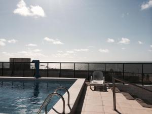 The swimming pool at or near Apartamento Tambaú