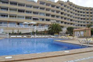 Het zwembad bij of vlak bij Apartamentos Borinquen
