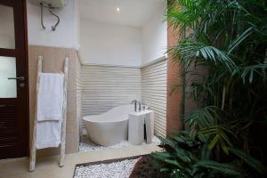 A bathroom at Villa Ashna