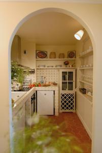 A kitchen or kitchenette at La Maison Saint Germain