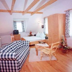 Ein Sitzbereich in der Unterkunft Ferienhof Uhudler-Arkaden