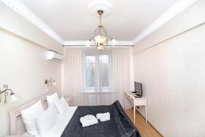 A bed or beds in a room at Apartment Na Kutuzovskiy Prospect