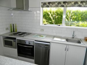 Kuchyňa alebo kuchynka v ubytovaní Tasmangreen Studio