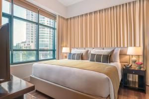 A bed or beds in a room at Aruga by Rockwell Makati