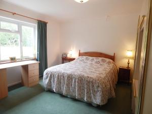 A bed or beds in a room at Lynden Lea