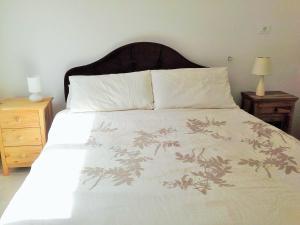 Een bed of bedden in een kamer bij Avalon Villa