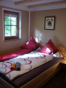 Ein Bett oder Betten in einem Zimmer der Unterkunft Ferienwohnung Lämpelberg