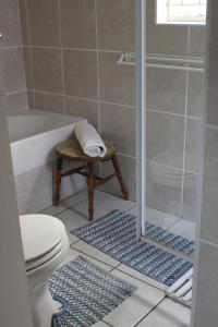 A bathroom at Cross Court