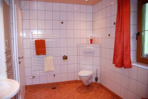 Ein Badezimmer in der Unterkunft Blaserhof