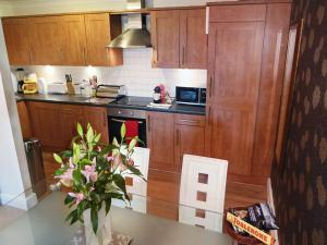 A kitchen or kitchenette at Durham Moonlight Apartment