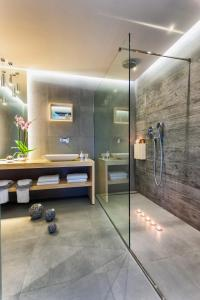 A bathroom at Arkadia Hotel