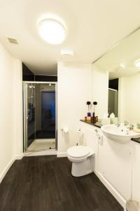 A bathroom at Westport Serviced Apartments