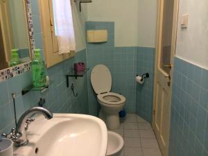 A bathroom at Appartamento Cagliari Centro