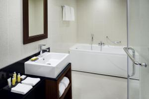 A bathroom at Marriott Executive Apartments Addis Ababa