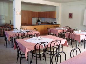 A restaurant or other place to eat at Estia
