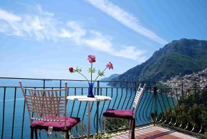 A balcony or terrace at Villa La Roccia - Arienzo