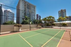 Tennis and/or squash facilities at Centrepoint Resort or nearby
