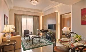 พื้นที่นั่งเล่นของ Shangri-La Apartments