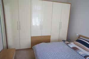 Ein Bett oder Betten in einem Zimmer der Unterkunft 3 wunderschöne Ferienwohnungen Kornhoff