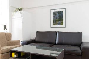 A seating area at Appartements Jean Talon
