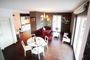 Ein Restaurant oder anderes Speiselokal in der Unterkunft Colonno Apartment