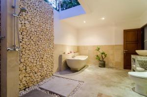 A bathroom at Sanglung Villas Private Pool
