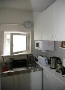 A kitchen or kitchenette at Oase im Park