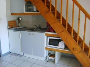 A kitchen or kitchenette at Alizés - Cap Sud III