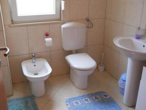 Ein Badezimmer in der Unterkunft Apartments Sveta Marina-Skorkoni