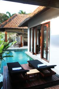 The swimming pool at or close to Regali Villa Canggu