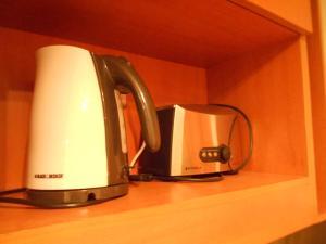 Utensilios para hacer té y café en Andes Suites