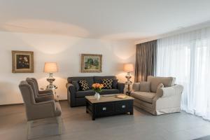 Ein Sitzbereich in der Unterkunft Private-Apartments Endingen