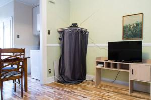 A television and/or entertainment center at Appartements Jean Talon