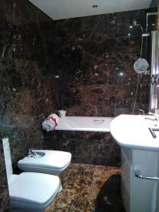 A bathroom at Apartment Arriaga