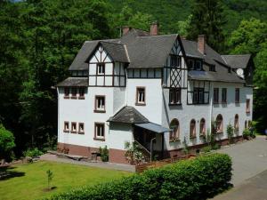 A garden outside Wald Villa Üssbach