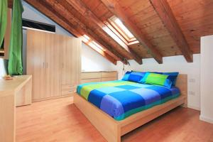 A bed or beds in a room at Cocco House