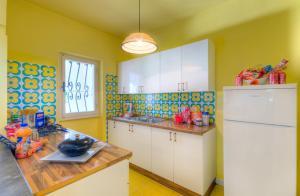 A kitchen or kitchenette at Villaggio Riva Musone