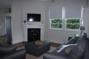 A seating area at Victoria Street Apartments