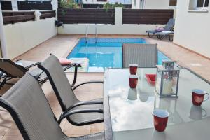 The swimming pool at or near Sunset Villa 16